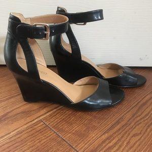 Nine West Black Strappy Wedge Sandal -size 8.5